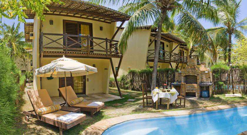 Jardim com churrasqueira e piscina privativa