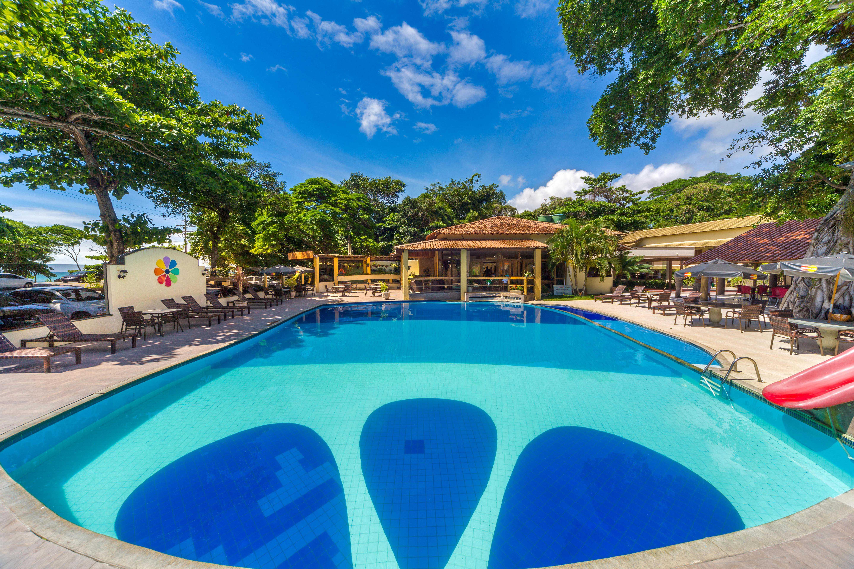 Hotel em frente à Praia de Taperapuan e próximo ao Toa Toa.