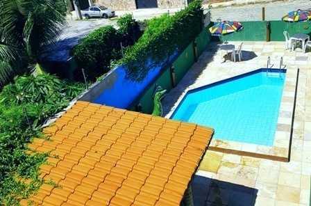 Vista panoramica da piscina do hotel.