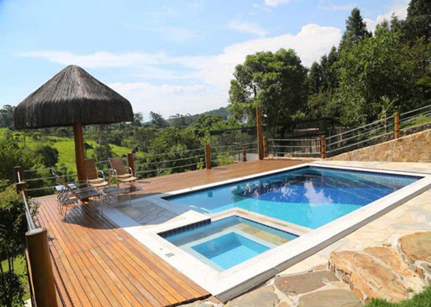 Private pool with 3 suites