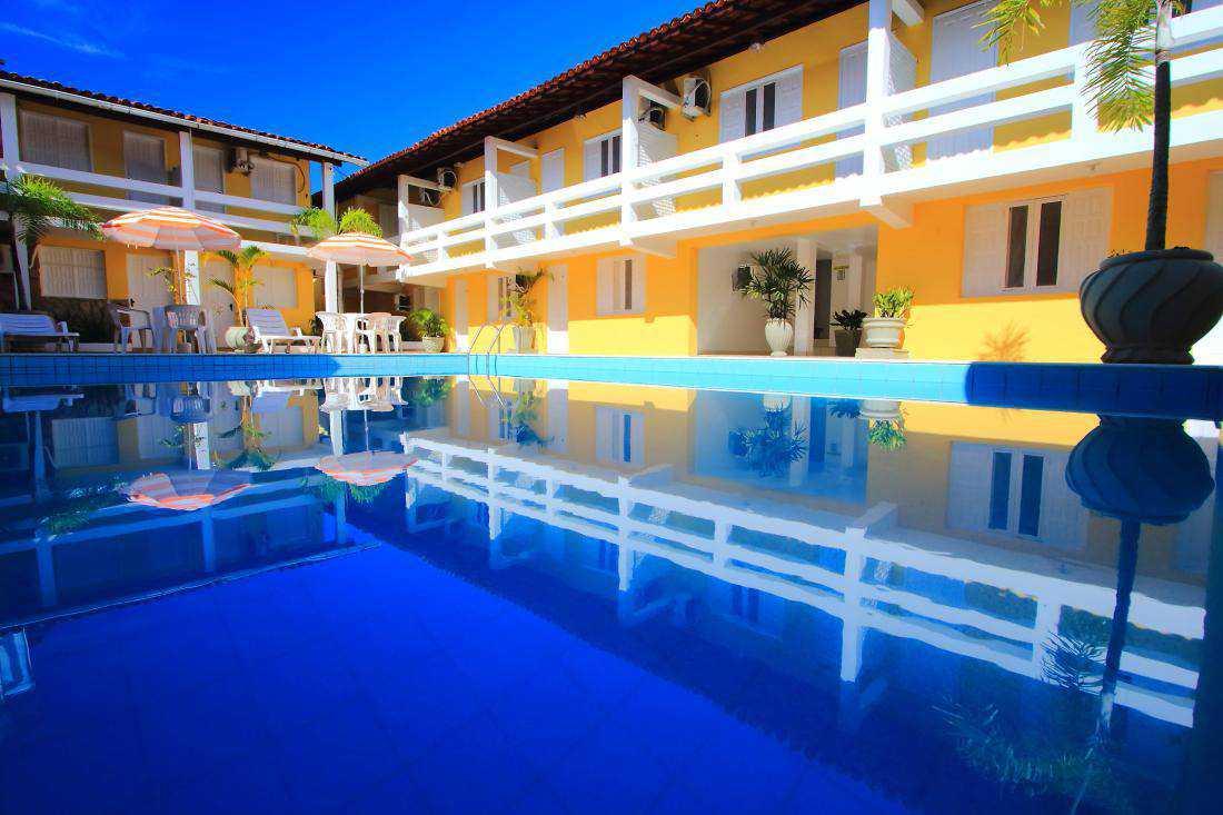 Hotel localizado no centro de Porto Seguro com piscina ao ar livre.