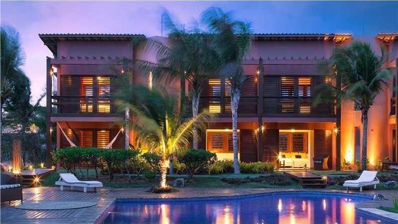piscina vista apartamentos